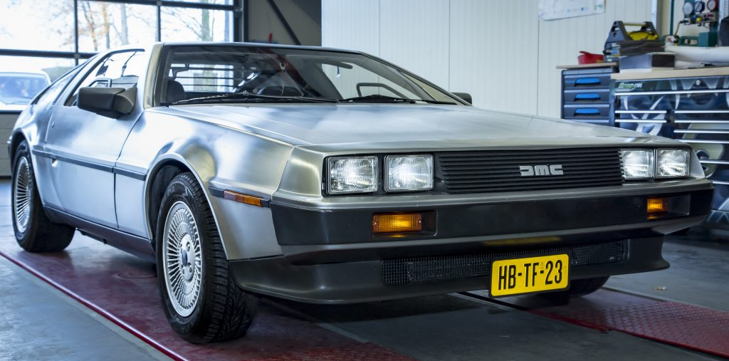 De DeLorean van Marty staat bij Dijk's in Maasbree voor een Retrofit.